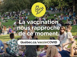 Recevoir son vaccin dans un parc de Brossard