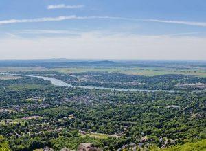 Photo : laterre.ca (Montréal et ses environs, vue du sommet du Mont St-Hilaire)