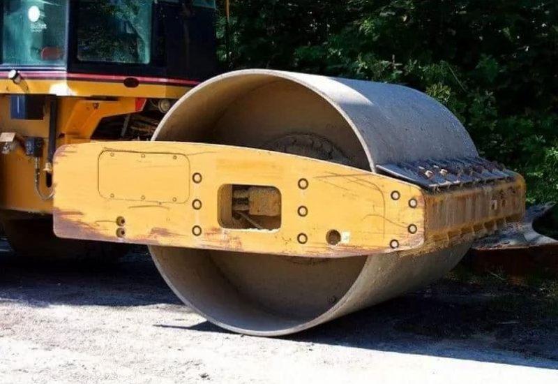 Un rouleau compresseur jaune en action sur un chantier routier. (Photo: Pixabay)