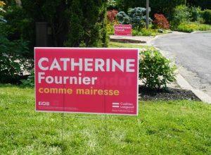 Catherine Fournier ressort ses pancartes de parterre