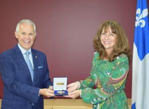 Sylvain Vinet reçoit la médaille de l'Assemblée nationale
