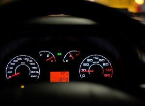 car-dashboard-2667434_1280