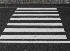 crosswalk-3712127_1920