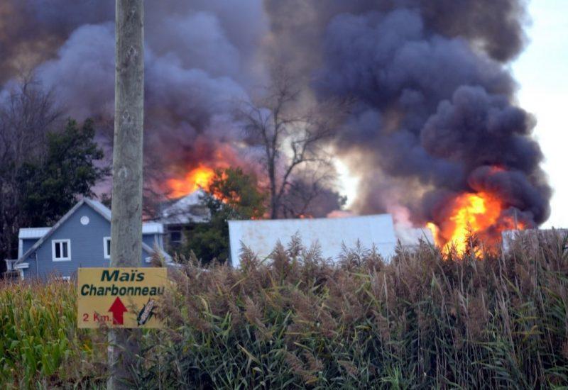 Intervention pour sauver une ferme des flammes à Longueuil