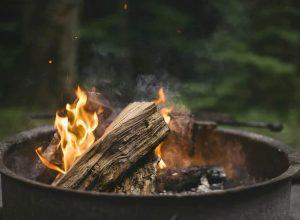 feu de foyer extérieur au bois