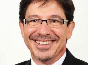 L'ancien directeur général de la ville de Longueuil entre 2005 et 2012 devra finalement répondre de décisions douteuses qu'il a prises pour favoriser l'obtention de contrats à cinq firmes durant son mandat.