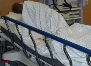 Les patients hospitalisés pour combattre la COVID ont moins de 50 ans