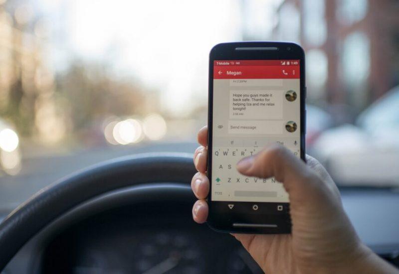 Le cellulaire au volant, toujours présent sur nos routes