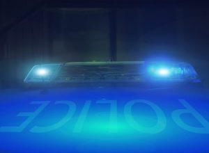 Lumières d'une voiture police le soir